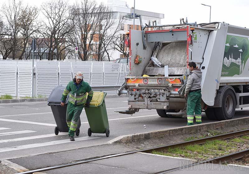 FĂRĂ PAUZĂ. Serviciul de salubrizare orădean nu a fost perturbat de pandemie. Echipajele RER Vest au colectat deşeurile şi au curăţat străzile urbei fără întrerupere