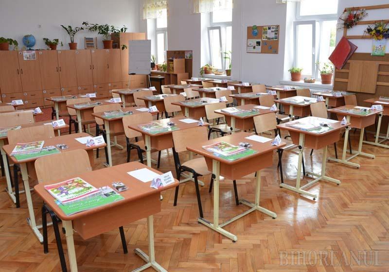 """ÎNTÂI, O PAUZĂ! Programul """"Şcoală după şcoală"""", care va fi introdus din luna noiembrie în majoritatea şcolilor orădene, prevede reguli clare. De pildă, după terminarea orelor, băncile vor rămâne goale, deoarece copiii vor trebui să aibă obligatoriu o pauză de o oră şi jumătate, pentru a mânca şi a se recrea"""