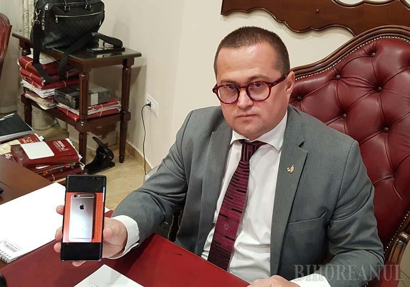 """GROPARUL DNA. În ianuarie, când a scos pe piaţă înregistrarea din sediul DNA Oradea, avocatul Răzvan Doseanu (foto) cerea arestări în rândul procurorilor şi preciza că aceasta era doar o primă probă a """"abuzurilor"""", cu care deschidea un serial intitulat """"Binshleaks"""", după locul de baştină al procurorului Man. După ce, practic, a """"îngropat"""" DNA Oradea, n-a mai venit cu nicio dezvăluire. La drept vorbind, nici nu mai era cazul: procurorii anticorupţie nu i-au mai deranjat niciun client"""