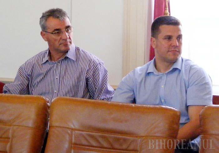 """LA APĂ. Vrând să-şi ajute patronul, directorul general al Trameco, Călin Roman (dreapta), l-a încurcat pe Beneamin Rus (stânga). Încercând să explice de ce negocia utilaje în Germania, dar le cumpăra la preţuri umflate prin firme-paravan din Ungaria, Roman a mărturisit procurorilor că fusese ferm convins că societăţile ce """"spălau"""" şpăgile pentru Kiss îi aparţineau tot proprietarului Selinei"""