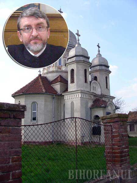 """SUTANĂ CU PĂCAT. Credincioşii din Biharia îl acuză pe parohul ortodox Andrei Bronţ (medalion) că dacă de sfântul locaş nu s-a îngrijit cum se cuvenea, în schimb a avut grijă să vândă în beneficiul personal terenul pe care trebuia construită casa parohială. """"Era pământul meu!"""", susţine preotul, deşi bunurile unei parohii pot fi doar folosite de paroh, nu luate în stăpânire şi, cu atât mai puţin, înstrăinate!"""