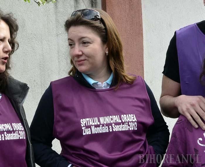 MĂ ABŢIN. Adusă de la fostul spital de Psihiatrie de către fostul manager Ovidiu Pop, directoarea financiar-contabilă a Municipalului, Anca Brad (foto), a luat-o pe urmele mentorului ei, fiind nevoită să plece ruşinos din funcţie...