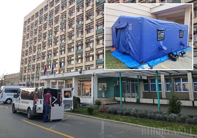 ANTI-CORONA. Spitalul Municipal din Oradea a început să externeze pacienţii cu afecţiuni non-infecţioase pentru a primi doar bolnavi cu coronavirus. Trei etaje au fost golite până sâmbătă, unul fiind amenajat pentru cazarea angajaţilor care nu vor mai pleca acasă ca să nu-şi contamineze familiile. Lângă Centrul Oncologic au fost amplasate şi corturi militare pentru triaj