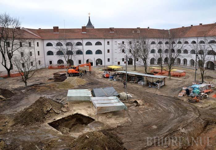 """ACOPERIŢI! Şantierul arheologic din curtea palatului princiar al Cetăţii a fost închis săptămâna trecută, din lipsă de finanţare. """"Odată oprite, lucrările nu vor fi reluate în actualul mandat"""", spune primarul Ilie Bolojan"""