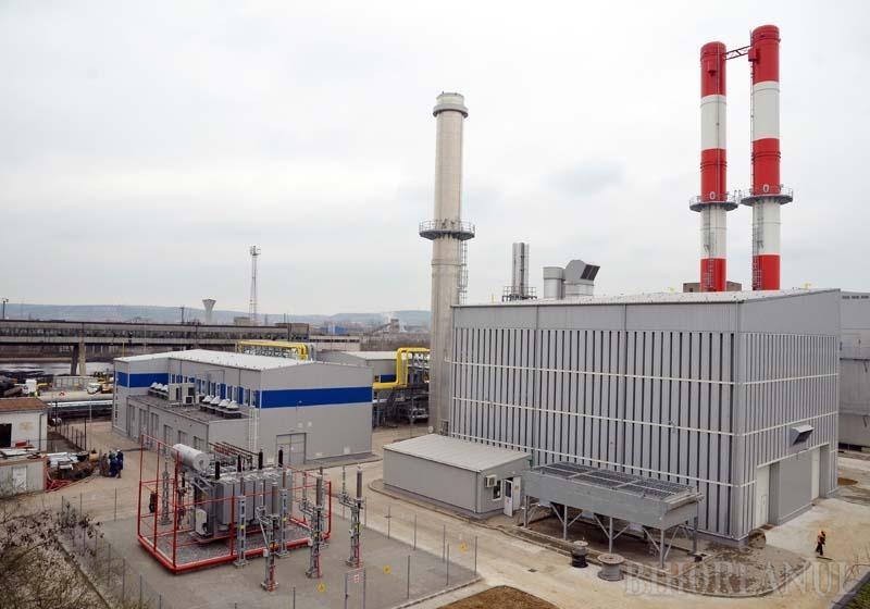 """ULTIMA IARNĂ. Noul grup energetic, complementar turbinei General Electric, va scoate la pensie vechiul cazan pe gaz după o jumătate de secol de activitate. """"Cazanul preluat din vechiul CET va fi dezafectat. Instalaţia nu respectă condiţiile de mediu, aşa că aceasta va fi ultima iarnă în care va mai funcţiona"""", promite primarul Ilie Bolojan"""