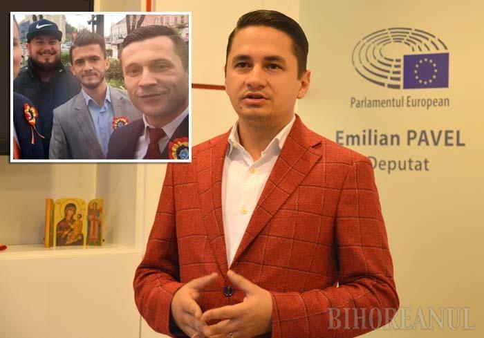ÎNTRE TOVARĂŞI. Europarlamentar din toamna lui 2014, Emilian Pavel (foto dreapta) s-a înconjurat de consultanţi de partid. Trei dintre colaboratorii săi, Andrei Benţe, Sergiu David şi Cosmin Szigeti-Pirtea (de la stânga la dreapta), sunt chiar tineri cu funcţii în PSD Bihor