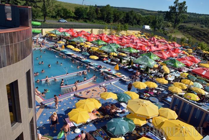 PĂZIŢI. La Aquaparkul President (foto) există 3 salvamari şi 4 asistenţi, dar la nevoie poate interveni şi personalul medical al hotelului