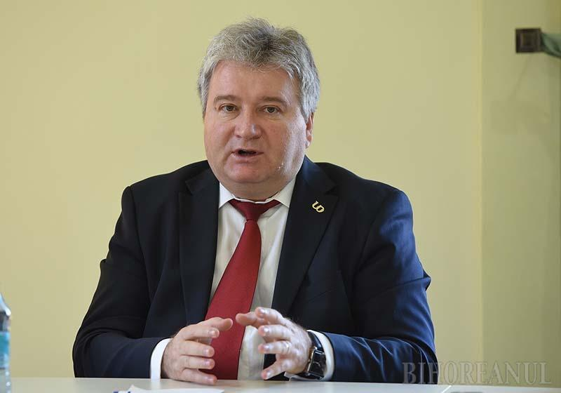 FOST ŞI VIITOR. Ales în funcţia supremă de colegii săi în 2012 şi în 2016, Constantin Bungău (foto) are mari şanse să fie şi următorul rector al Universităţii. Singura condiţie să fie reales este ca majoritatea celor care vor merge la urne să-l şi aleagă, adică să nu-și anuleze votul