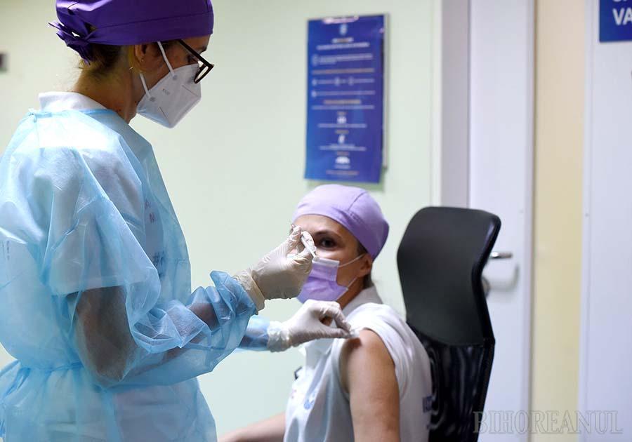 LA EXTREME. Singurul spital al cărui personal se apropie de o rată de imunizare de două treimi este cel din Ştei, unde s-au vaccinat aproape 66% dintre salariaţi. La polul opus e Spitalul Orăşenesc Aleşd, cu nici 31% angajaţi vaccinaţi