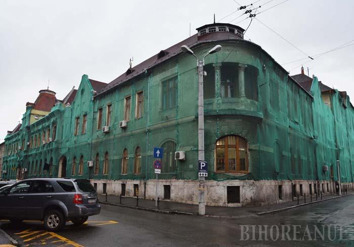 """RECORD ABSOLUT. Construit între 1894-1909, Palatul Poştelor, lăsat în paragină de peste un deceniu, va fi supraimpozitat anul viitor cu suma record de 980.000 lei. """"Cu aceşti bani, Poşta putea reabilita clădirea şi era şi scutită de impozit 5 ani"""", spune primarul Bolojan"""