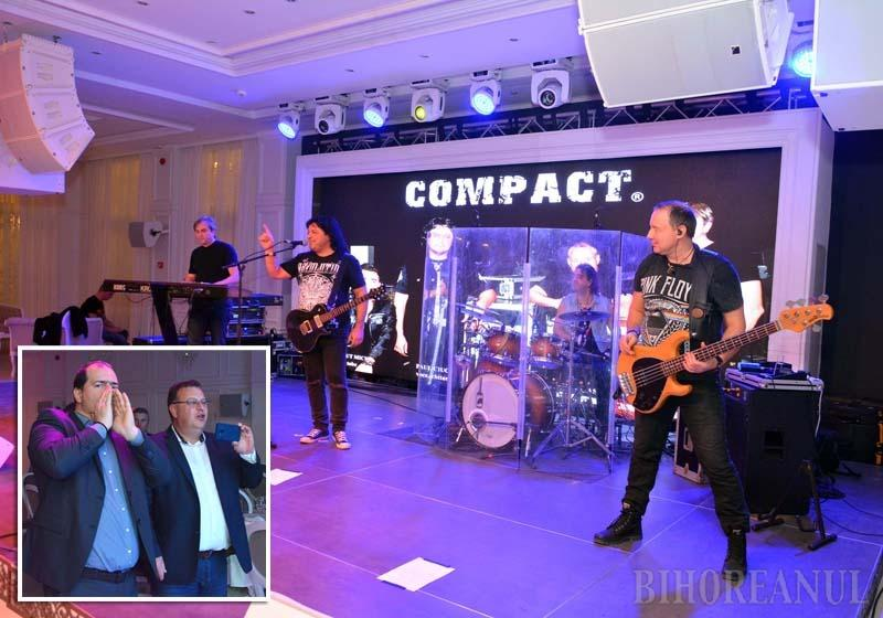ROCK ON! Un concert în două reprize cu legendarii rockeri de la Compact a fost una din surprizele BIHOREANULUI pentru invitaţii serii. Doi dintre fanii aprigi ai trupei s-au dovedit doctorul oftalmolog George Roiu şi directorul societăţii Termoficare, Stănel Necula, care au cântat şi au dansat pe fiecare piesă