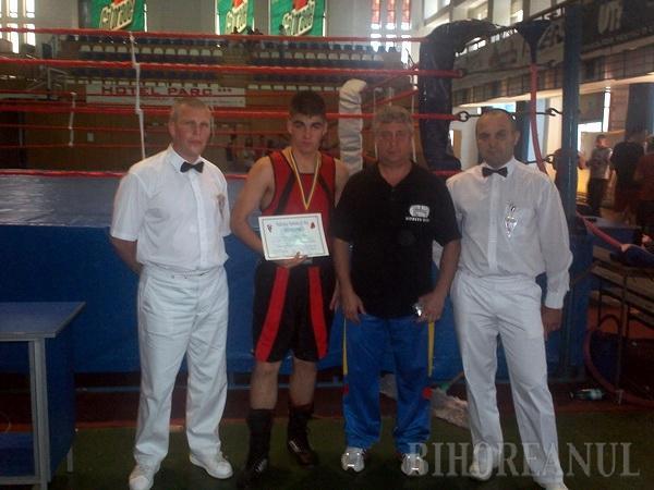 Pugilistul orădean Rareş Macaru a devenit vicecampion naţional de juniori