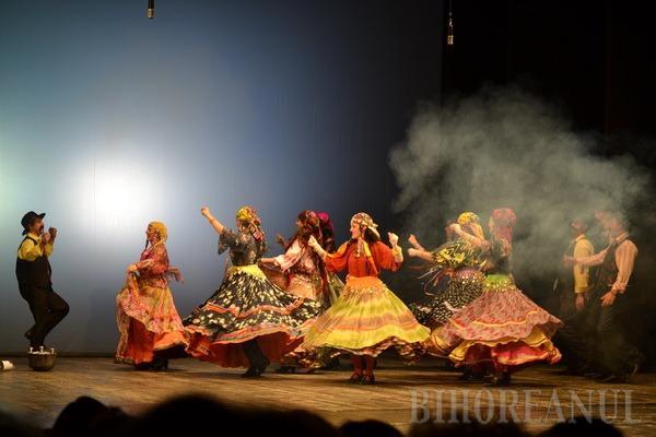 """""""Ţiganiada"""" modernă a avut premiera cu sala plină la Teatrul Regina Maria (FOTO)"""