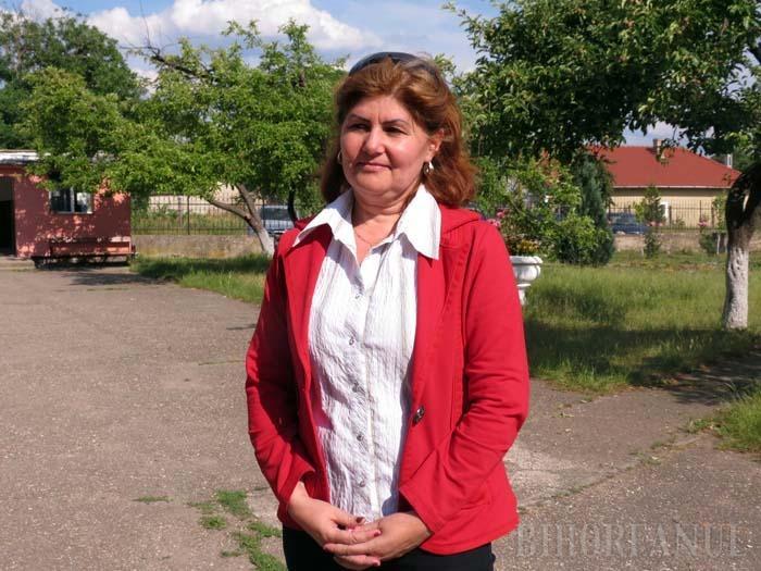 """UNA ZICE... Directoarea Centrului Şcolar pentru Educaţie Incluzivă Tileagd, Maria Ficuţ (foto), susţine că în unitatea ei nu se comit abuzuri. """"Sunt copii bolnavi, cum să-i agresezi?"""", s-a mirat ea, pretinzând că micuţii şi părinţii fabulează. BIHOREANUL i-a demonstrat însă contrariul, în propriul ei birou, unde copiii au povestit cum sunt agresaţi fizic şi psihic de supraveghetori. """"Vom lua măsuri!"""", a promis directoarea. A mai făcut-o şi altă dată, şi nici atunci n-a schimbat nimic!"""