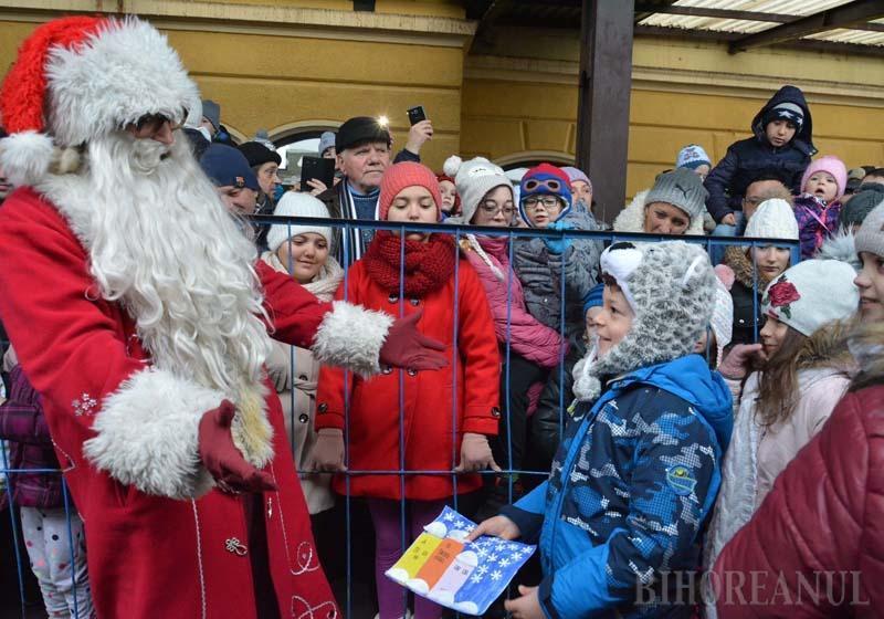 Crăciunul poate să vină! Moşul cel darnic ajunge sâmbătă în Oradea, încărcat cu daruri multe pentru copii
