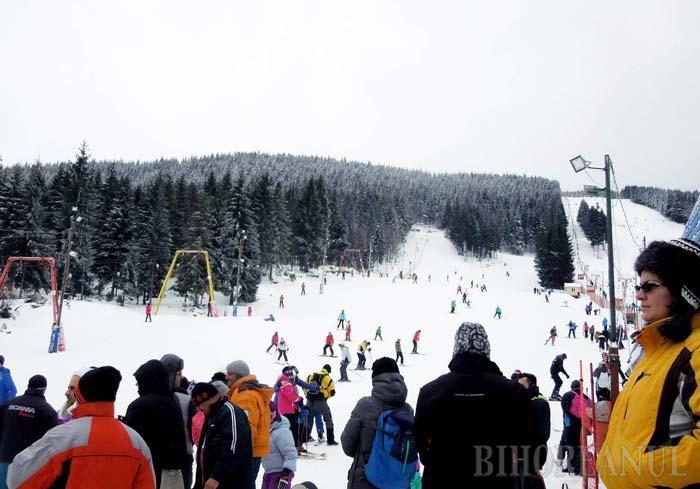 FUGA LA ARIEŞENI. Cu trei pârtii de schi bine întreţinute şi de dimensiuni diferite, staţiunea Vârtop-Arieşeni, împărţită între Bihor şi Alba, este una dintre destinaţiile preferate ale bihorenilor care iubesc sporturile de iarnă