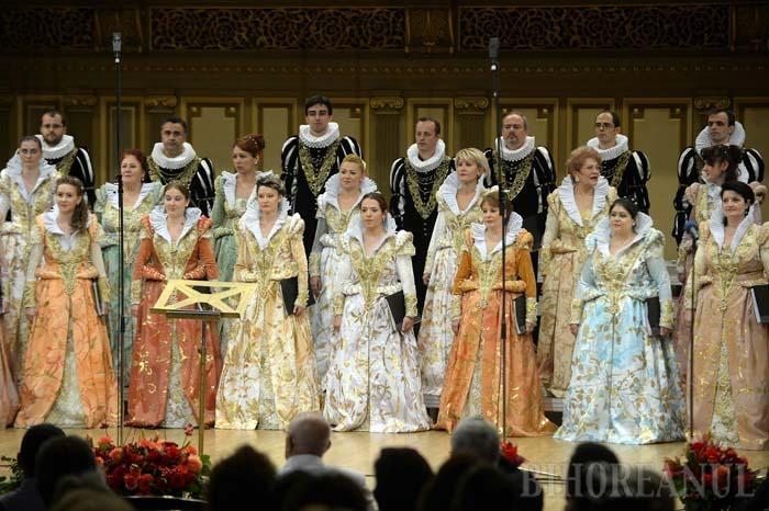 ÎN FORMULĂ COMPLETĂ. Deşi de regulă în turneele naţionale Corul Madrigal nu apare în formula completă, la Oradea vor fi pe scenă toţi cei 40 de componenţi, interpretând muzică religioasă, renascentistă şi tradiţională românească