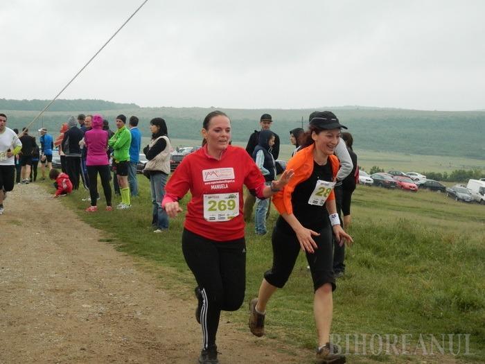 Sportivi de performanţă şi amatori au alergat împreună la Crosul de la Betfia (FOTO)