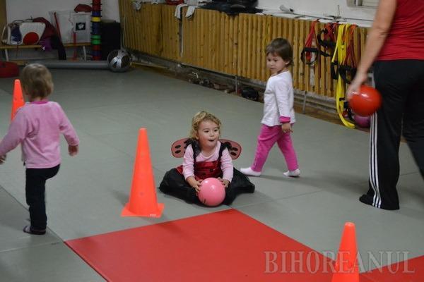 Baby Sport: Pentru a-i obişnui pe cei mici cu mişcarea, părinţii pot să-i ducă la clubul sportiv Gym Oradea (FOTO)