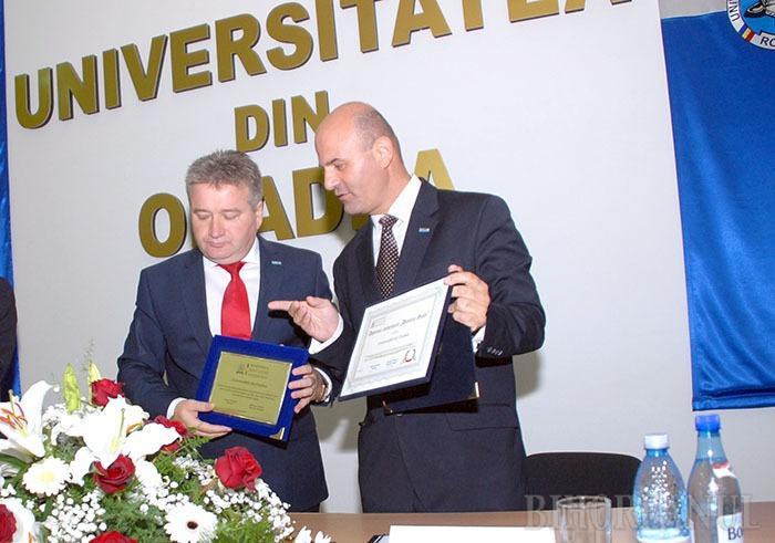 Studenţie fără studenţi: Tinerii nu s-au înghesuit să se înscrie la Universitatea din Oradea