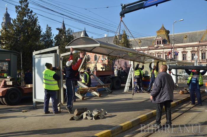 Vremea demolării: Constructorii au dezafectat linia şi staţia de tramvai de lângă Primărie şi au băgat excavatoarele în Piaţa Unirii (FOTO)