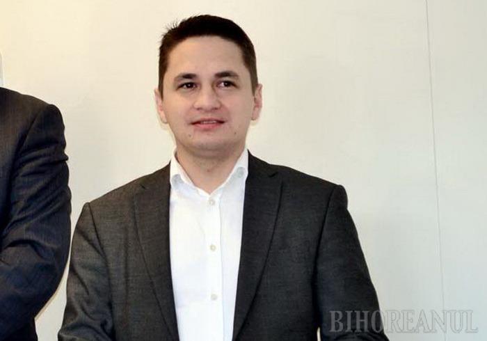 Linguşeală de la Bruxelles: Europarlamentarul Emilian Pavel îl periază în public pe ministrul Bodog