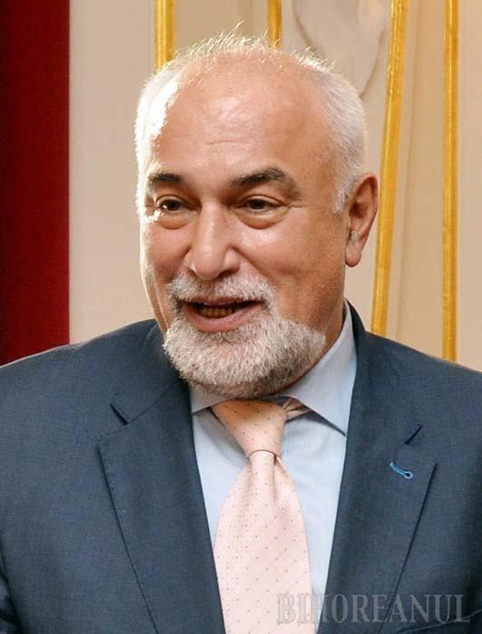Retrospectiva săptămânii, prin ochii lui Bihorel: Politicianul armean îşi pregăteşte cărţi, în caz că ajunge la bulău