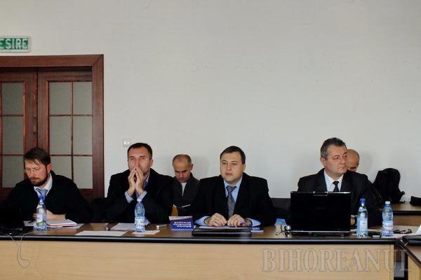 Candidaţii la parlamentare şi-au prezentat ideile legislative în faţa studenţilor (FOTO)