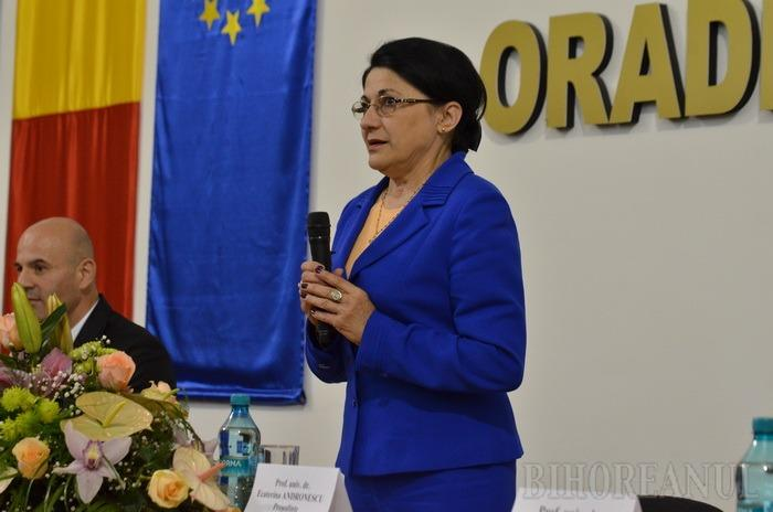Ecaterina Andronescu le-a propus universitarilor orădeni să se orienteze spre cursurile online (FOTO)