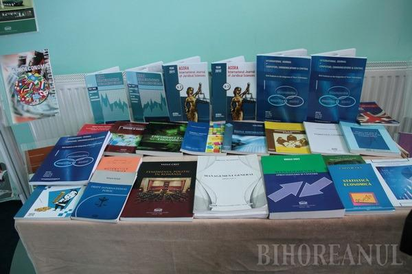Zeci de specialişti în ştiinţe juridice au dezbătut la Agora perspectivele dreptului în secolul XXI (FOTO)