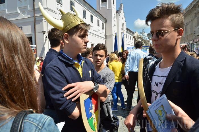 Ziua Europei, sărbătorită de elevii orădeni în stradă (FOTO/VIDEO)