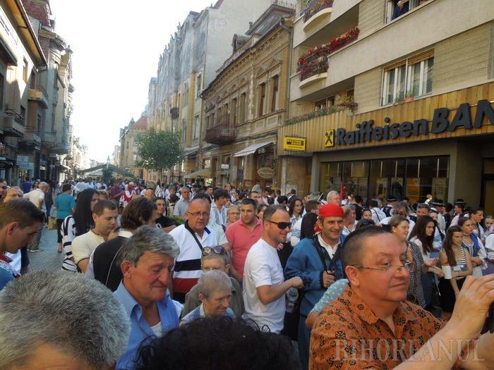 Parada porturilor populare: Sute de artişti au umplut oraşul de culoare (FOTO / VIDEO)