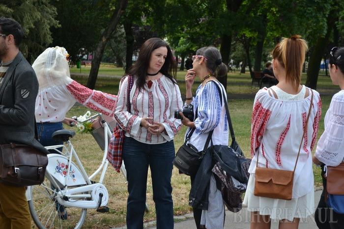 Sânzienele moderne: Orădencele au promovat ia în Parcul 1 Decembrie (FOTO)