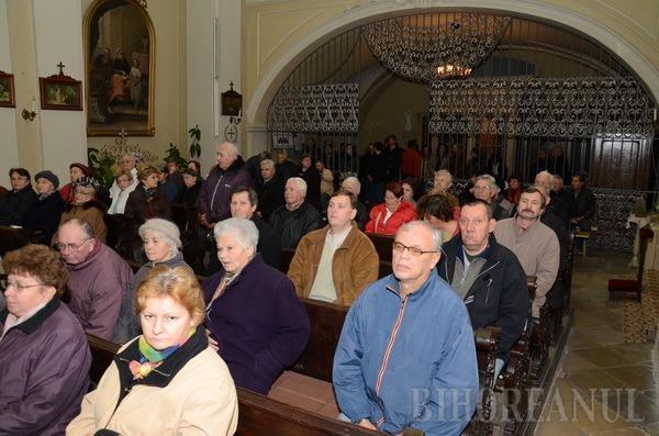 """Provocare: La protestul pentru restituirea Colegiului Eminescu, oamenii lui Tokes au scris că acesta e """"proprietate maghiară"""" (FOTO)"""