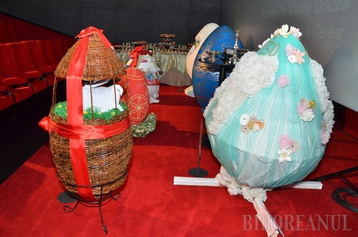 """40.000 de lei s-au strâns la licitaţia Ouălor Gigant din Lotus Center. Cel mai """"harnic"""" donator: Herald Com Impex (FOTO)"""