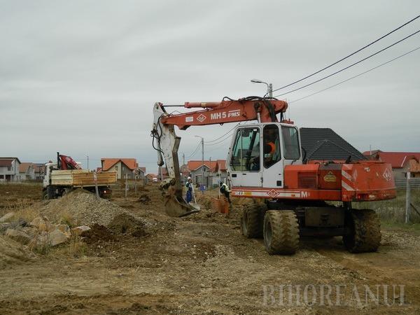 Introducerea reţelelor de apă şi canalizare în cartierul Grigorescu, 90% finalizată, în numai opt luni (FOTO)