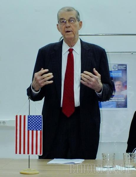 Strategi americani de campanie le-au vorbit studenţilor orădeni despre alegerile din SUA (FOTO)