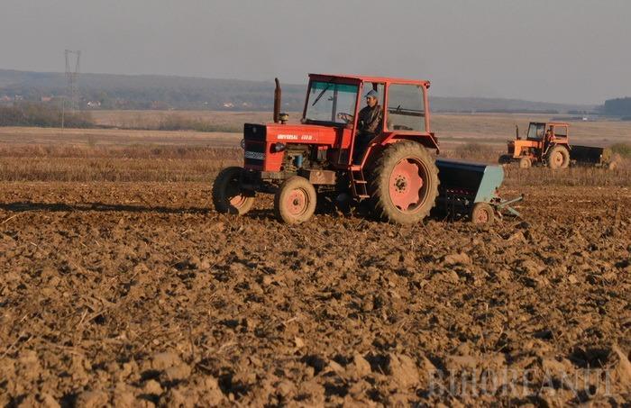 Termenul limită a expirat! Fermierii mai pot cere subvenţia pe terenurile agricole doar cu penalităţi de întârziere de 1% pe zi