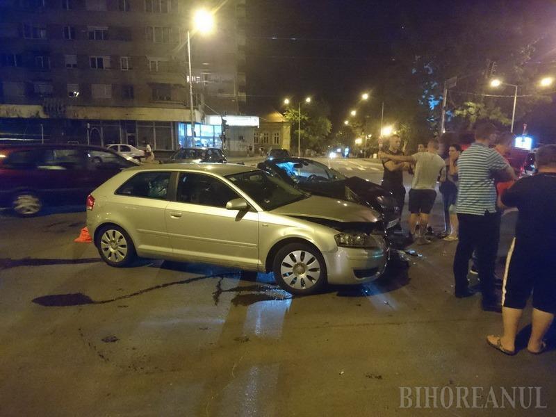 Un nou accident la intersecţia bulevardului Magheru cu Parcul Traian din Oradea: Un Audi a intrat în plin într-un Peugeot (FOTO)