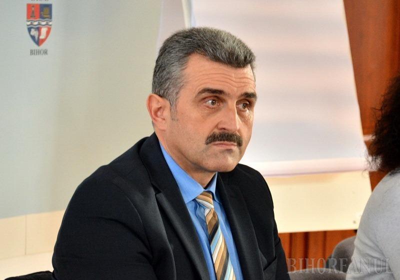Călin Puia contraatacă: Preşedintele CJ, Pásztor Sándor, merge la vânătoare în timpul serviciului, suferă de ură de rasă şi răspândeşte fake news!