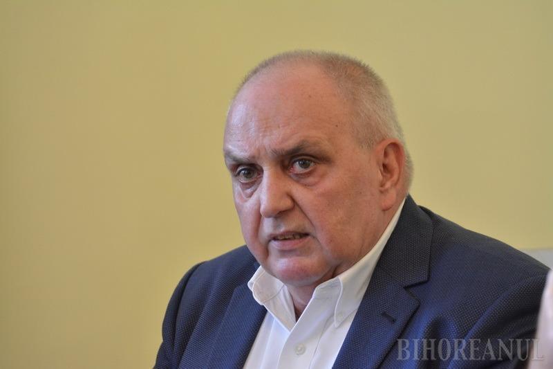 Prefectul de Bihor, Dumitru Ţiplea, l-a numit pe managerul Spitalului Judeţean, dr. Gheorghe Carp, şef peste toate spitalele din judeţ (VIDEO)