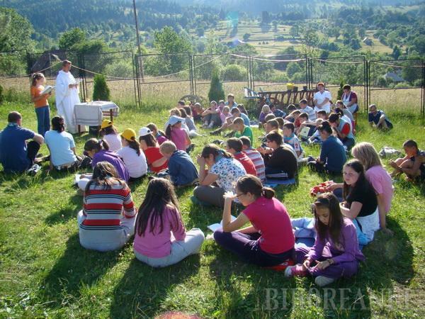 Copiii săraci, în tabără la Rogojel prin grija Congregaţiei Don Orione (FOTO)