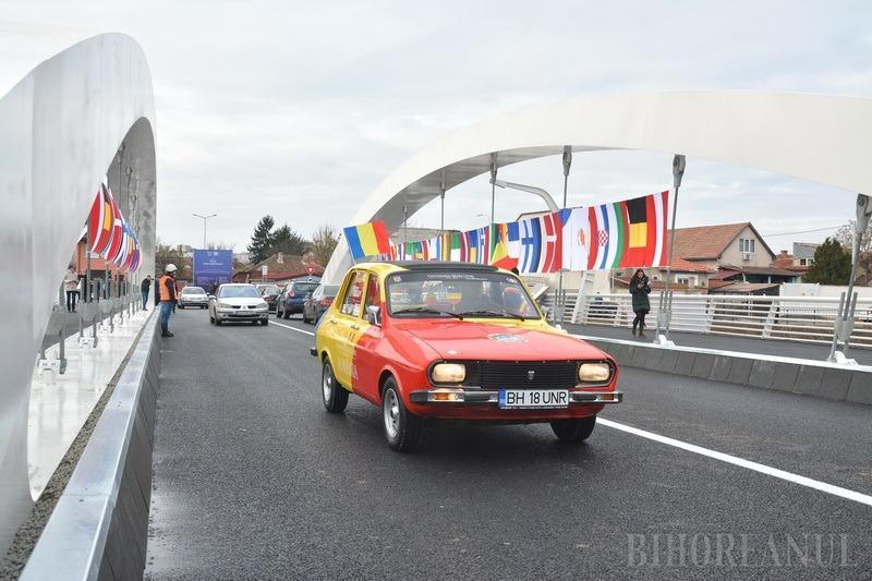 Patriotul Ervin: Cine este orădeanul care a inaugurat Podul Centenarului cu o Dacie tricoloră (FOTO)