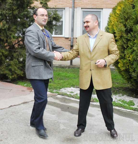 """Universitatea îl atacă pe Bolojan, numindu-l """"sponsorul"""" managerului Maternităţii"""