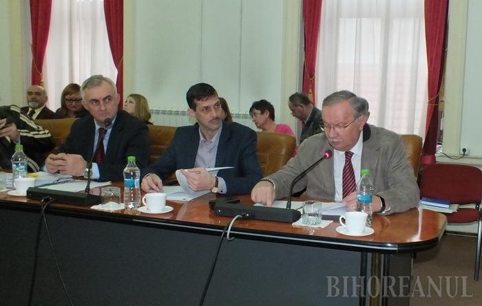 Mang îi reproşează lui Popa că Bihorul n-a primit mai mulţi bani de la Guvern, dar nu-l mai acuză de împărţirea lor pe criterii politice