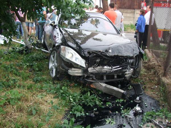 Accident cumplit: cu 160 km/h, un Mercedes a spulberat un Tico. O tânără a murit, iar altele două se zbat între viaţă şi moarte (FOTO)