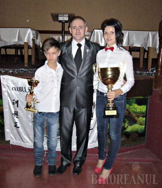 Cluburile de taekwon-do ITF King Do-Lions şi Royal Kwon Oradea şi-au desemnat laureaţii pe 2012