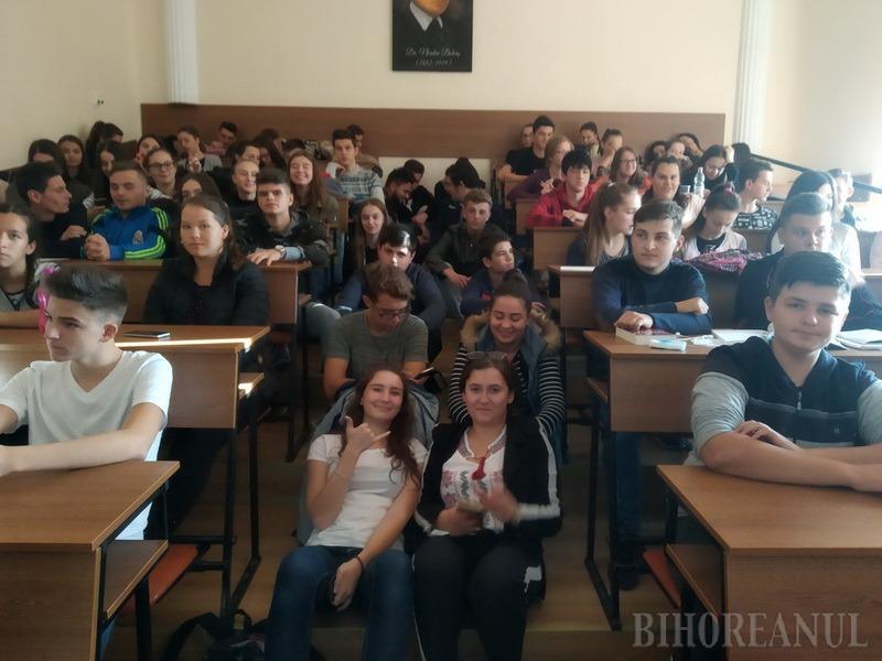Elevi din Oradea şi Beiuş vor lua lecţii de IT în Portugalia