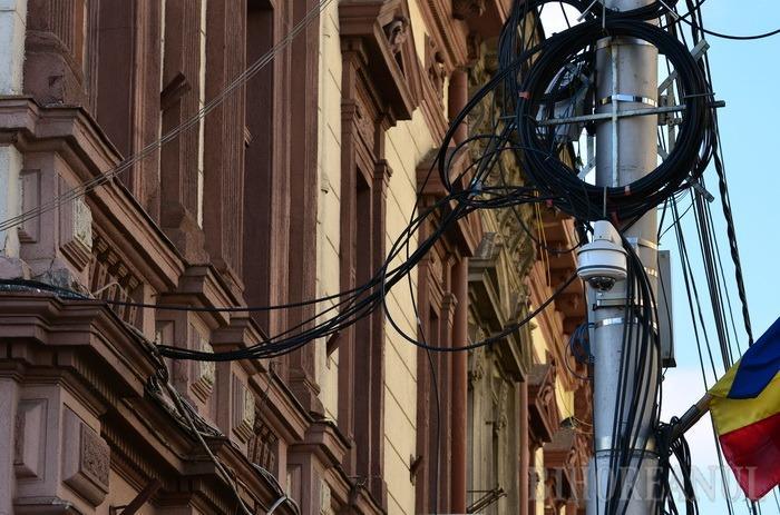 RCS-RDS va amenaja 150 kilometri de canalizaţie subterană în care vor fi coborâte cablurile de pe clădiri