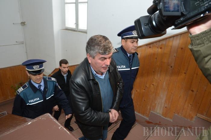 Prefectul Claudiu Pop a ordonat suspendarea din funcţie a primarului comunei Budureasa, Radu Olea
